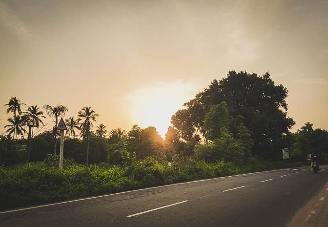Pôr-do-sol na frente de casa